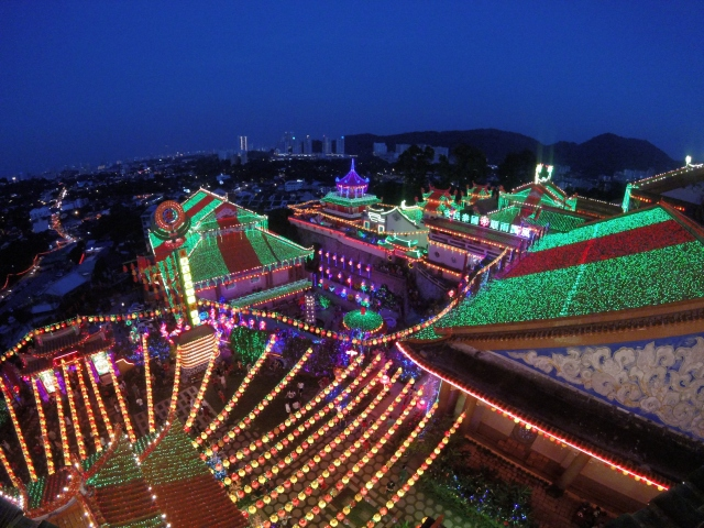 Kek Lok Si Temple - all lit up!