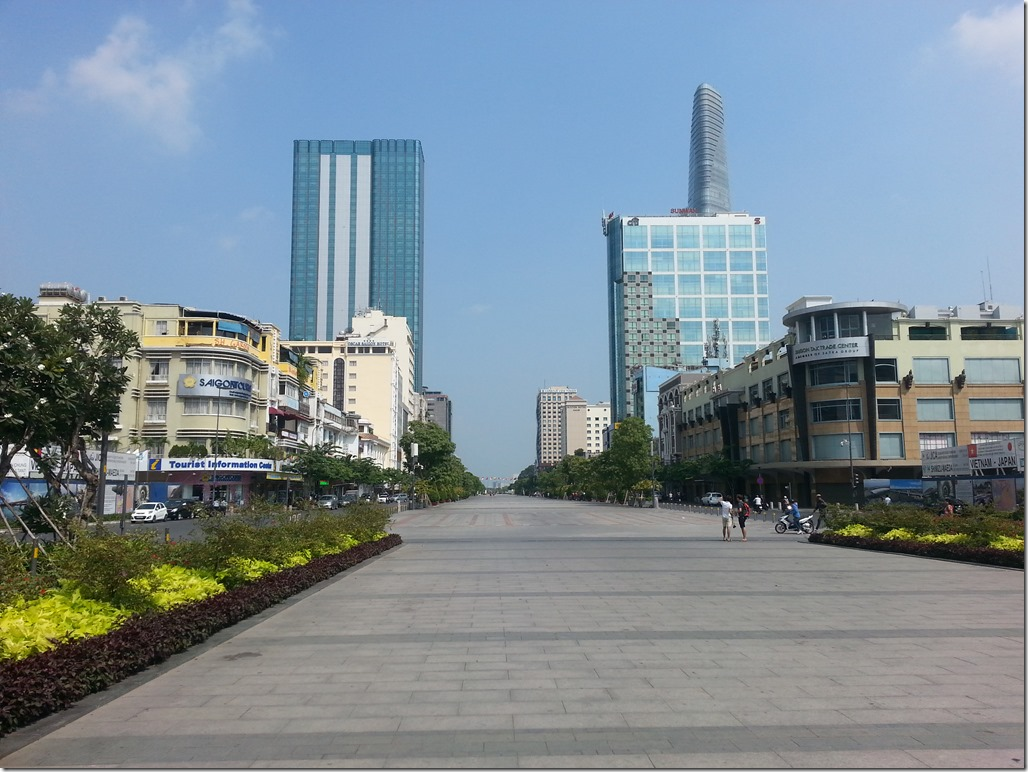 The esplanade of Nguyen Hue Street.
