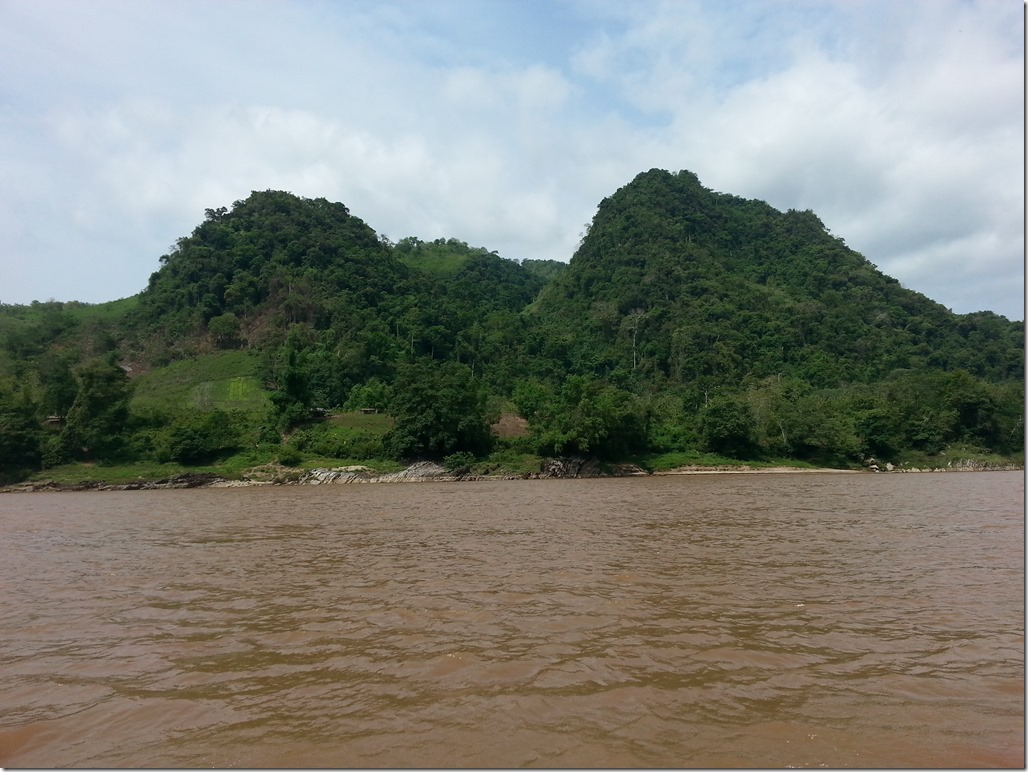 Slowboat from Luang Prabang to Thailand - views from the journey.