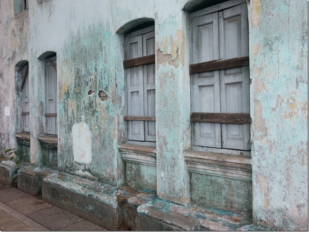 An example of the decay in Yangon.